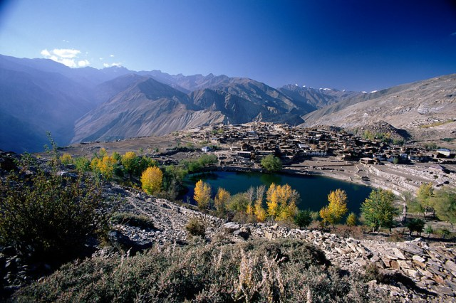 Nako_Lake_and_Nako_Village,_Himachal_Pradesh