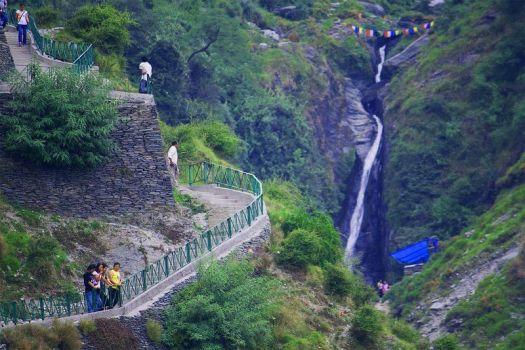bhagsu-waterfall-mcleodganj