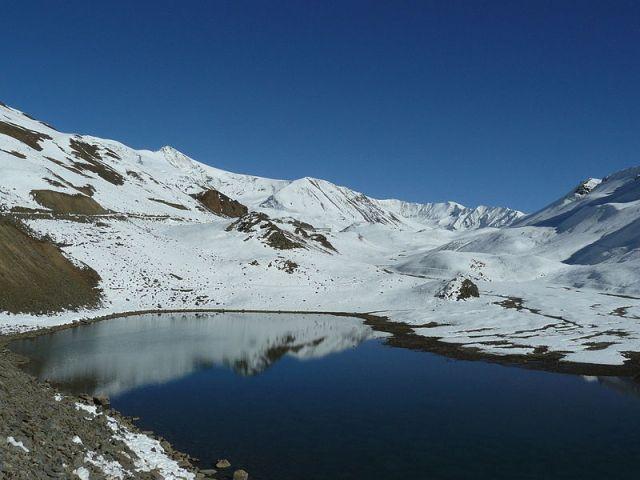 suraj-tal-lake-located-near-baralacha-la