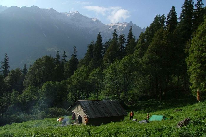 jibhi-village-banjar-valley
